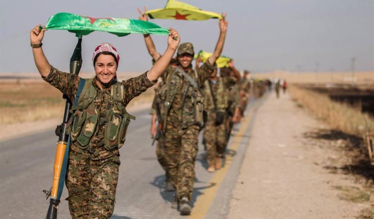 kurdish-women-fighters-enter-tel-abyad