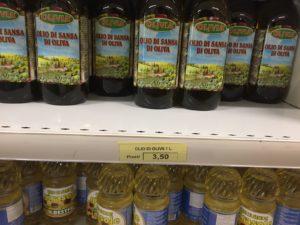 sugli scaffali solo olio di sanza, in magazzino quello extravergine d'oliva