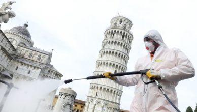 labores-de-desinfeccion-en-los-alrededores-de-la-torre-de-pisa